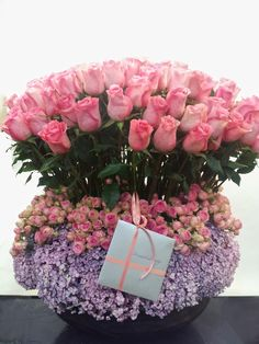 Send the Pink Roses bouquet of flowers from Muguet Florist in BEVERLY HILLS, CA. Local fresh flower delivery directly from the florist and never in a box! Easter Flower Arrangements, Rose Arrangements, Beautiful Flower Arrangements, Happy Birthday Flower, Birthday Bouquet, Beautiful Roses, Colorful Flowers, Beautiful Flowers, Tall Flowers