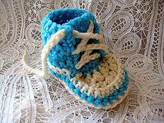 Ravelry: Newborn High Tops (converse) pattern by Teri Heathcote.. Free pattern!
