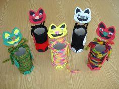 ARGE Kleinschulen in Vorarlberg: > Textiles Werken Quick Crafts, Diy And Crafts, Crafts For Kids, Arts And Crafts, Textiles, Elementary Schools, Holiday Crafts, Crochet, Art For Kids