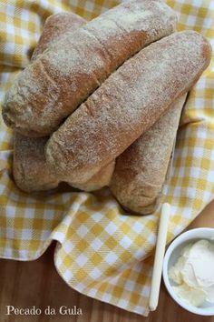 Por uma coincidência acabei postando muitas receitas de pães nos últimos dias, o que denuncia minha completa paixão por este alimento e clar...