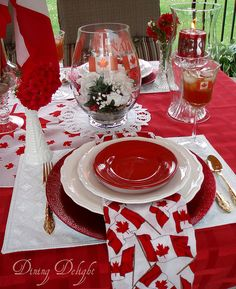 White and red colors, national symbols and creative craft ideas help bring the Canada Day spirit into Canadian homes and design unique and beautiful holiday table decorations and centerpieces Table Centerpieces For Home, Centerpiece Decorations, Summer Centerpieces, Canada Day Party, Canada Holiday, Summer Party Decorations, Barn Wood Crafts, Happy Canada Day, Teenager Outfits
