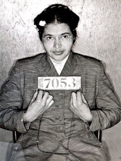 Rosa Parks Poster Pictures, Pictures To Paint, Print Pictures, Rosa Parks Biography, Who Was Rosa Parks, Civil Rights Leaders, Historical Women, Historical Pictures, Harriet Tubman