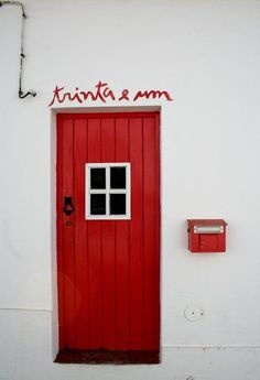 Ideas For Interior Door Colors Red Door Knockers, Door Knobs, Interior Door Colors, Closed Doors, Windows And Doors, Red Doors, Doorway, Entrance, Pop Art