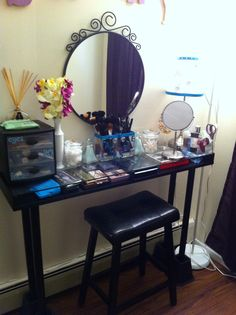 When In Doubt, Make Your Own Vanity Table U003c3