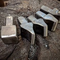 Blacksmith Tongs, Blacksmith Shop, Blacksmith Projects, Forging Tools, Blacksmithing Knives, Forging Metal, Power Hammer Plans, Metal Fabrication Tools, Metal Roses