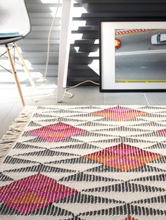 Our Kalpana Kilim Rug livens up any room with its precisely spaced geometric pattern. Black, pink and orange triangles combine to form interesting shapes that catch the eye.