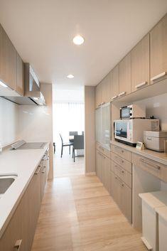 天空の居心地 #リノステージ #リノベーション #マンションリノベ #中古マンション #タワーマンション #キッチン #カップボード #LIXIL Kitchen Room Design, Interior Concept, House Goals, Diy Room Decor, Home Decor, Future House, Kitchen Cabinets, House Design, Life Hacks