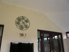 A better look at the neat border between the wall and ceiling in this conservatory, after having installed insulation.