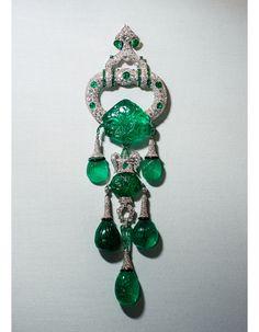 Broche Cartier en émeraudes de Marjorie Merriweather Post
