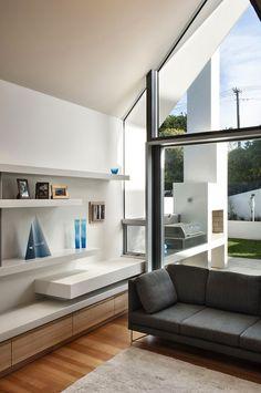 lage wandkast in nis - zithoek - tuin Residence (Russia) by Parsonson Architects vnl idee voor verlengde van de trap (living)