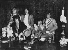 grabaron Their Satanic Majesties Request, un álbum producido por ellos mismos con el que intentaban responder al Sgt. Pepper's Lonely Hearts Club Band de The Beatles.