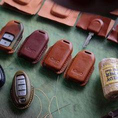 Sunday Morning!⛅️ #Vitmehandcraft #Leatherwork #Handstitched #Handmade #Madebyhand #Handcrafted #Keycase #Carkeys #edc Leather Key Holder, Leather Key Case, Leather Luggage, Leather Keychain, Leather Wallet, Sewing Leather, Leather Craft, Leather Accessories, Leather Jewelry
