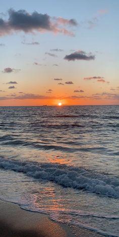 Iphone Wallpaper Ocean, Beach Sunset Wallpaper, Nature Wallpaper, Sky Aesthetic, Travel Aesthetic, Aesthetic Photography Nature, Nature Photography, Walpapper Tumblr, Beautiful Beach Sunset