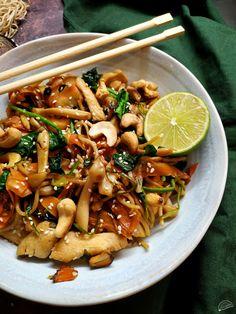 Pasta Recipes, Cake Recipes, Ital Food, Paleo, International Recipes, Kung Pao Chicken, Wok, Pasta Salad, Food And Drink