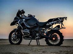 BMW R1200GS Adventure #bmwr1200gsa #r1200gsa #bmwboxer #bmwbikes #bmwmoto #bmwmotorcycles #bmwmotorrad #bmw #makelifearide #rideandshare Photo by @heesopedia