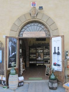 Wijnwinkeltje op het plein Piazza Roma