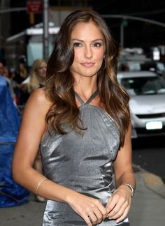 Love her everything about her hair Bohemian Hairstyles, Pretty Hairstyles, Wig Hairstyles, Minka Kelly Hair, Brunette Actresses, Hot Brunette, Instagram Models, Woman Crush, Most Beautiful Women