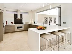 contemporary neutral kitchen  http://www.homehound.com.au/home+style/detail.php?id=14293