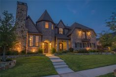 Shaddock Creek Estates features luxury homes in #friscotx