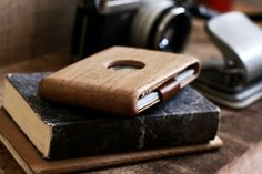 Haydanhuya wooden things - Oak wallet by Gokhan Eryaman.