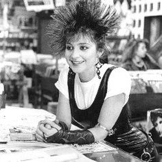 iona pretty in pink annie potts - her character in this movie is everything! Annie Potts, I See Stars, Plus Tv, Youth Culture, Pop Culture, Golden Girls, New Wave, Pink Fashion, Film