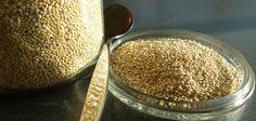 QUINOA - Rijk aan eiwitten, die ervoor zorgen dat het hongergevoel minder wordt. Je kunt langer door terwijl je weinig calorieën binnen gekregen hebt. Daarnaast zorgt quinoa ervoor dat je niet teveel eet tijdens andere maaltijden.