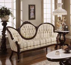 Awesome 36 Perfect Victorian Sofa Ideas For Elegant Living Room Victorian Couch, Victorian Living Room, Victorian Interiors, Elegant Living Room, Victorian Furniture, Elegant Home Decor, Victorian Decor, Elegant Homes, Vintage Furniture