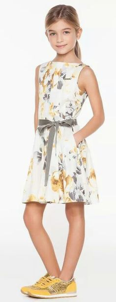 Here, it lightens with the shoes … - Dresses for Teens Dresses Kids Girl, Dresses For Teens, Day Dresses, Kids Outfits, Summer Dresses, Tween Fashion, Fashion Outfits, Jacquard Dress, Pakistani Dresses