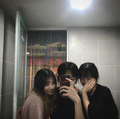 Elsie, Oni and Leah Boy Photos, Friend Pictures, Cute Photos, Ulzzang Couple, Ulzzang Boy, Boy And Girl Friendship, Friendship Photography, Korean Best Friends, Korean People