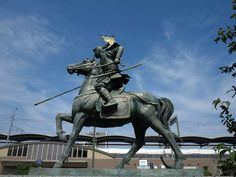 Maeda Toshiie was a leading samurai warrior of the Sengoku (Warring States) Period of Japanese history and a vassal of Oda Nobunaga. Tokugawa Ieyasu, Warring States Period, Japanese History, Samurai Armor, Nagoya, Military History, Statue Of Liberty, Amulets, Monuments