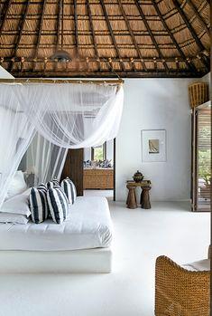 Las habitaciones son lugares para el descanso, despojadas de un exceso decorativo en favor de una atmósfera sosegada.