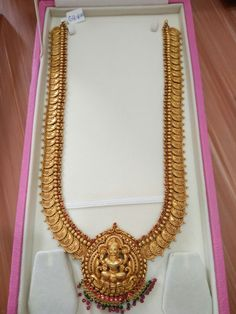 How To Clean Gold Jewelry With Baking Soda Gold Temple Jewellery, Gold Wedding Jewelry, Gold Jewelry Simple, Bridal Jewelry, Layered Jewelry, Silver Jewellery, Indian Jewelry, Beaded Jewelry, Antique Jewellery Designs