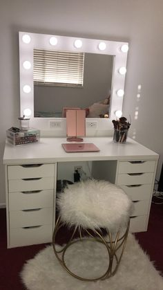 Small Dream Vanity Horizontal Small 32 x 38 Frame (Frame/mirror/bulbs included- we only sell the mirrors) Horizontal: 11 bulbs (dimmable, year lifespan, do not break, no heat) Dimmer & Dual Outlets/USB ports ***PLEASE READ OUR ABOUT US SECTI Small Room Bedroom, Bedroom Design, Room Inspiration, Makeup Room Decor, Bedroom Decor, Girl Room, Room Design, Room Decor, Room Ideas Bedroom