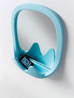Una poltrona e uno specchio: sono Gemma e Oskar, le novità ideate da Karim Rashid, che verranno presentate da B-Line al Salone del Mobile 2013.