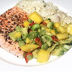 Laks med blomkålris og mangosalat — Hege Hushovd Slow Food, Cobb Salad, Nom Nom, Food And Drink, Fish, Dinner, Drinks, Cook, Health