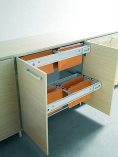 Detail of the low cupboard with the blind door open. This is the solution with the storage rail  //  ---  //  Dettaglio del mobile contenitore con l'antina cieca aperta. Questa è la soluzione con i binario di stoccaggio delle cartelle