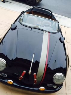 Very tastefully done. Kudos to the owner. Porsche 356 Outlaw, Porsche 356 Speedster, Porsche 356a, Vintage Porsche, Vintage Cars, Classic Sports Cars, Classic Cars, Vw Cabrio, Roadster