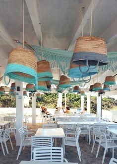 Ibiza Discover Chillen im Beachclub Can Gavella - Mallorca Momente beach club can gavella // playa de muro Restaurant Mallorca, Cafe Restaurant, Beach Restaurant Design, Cafe Interior Design, Cafe Design, Surf House, Beach House, Fintorp Ikea, Decoration Evenementielle