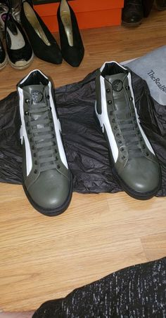 VERSACE DS olive colorway for Sale in Chalfont, PA - OfferUp
