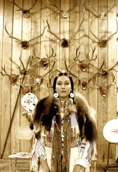 Independent People | Non Treaty Nez Perce | Descendant of War Chief Miitaat Weptas Native American Girls, Native American Images, Native American Beauty, American Gods, Indian Pictures, First Nations, Nativity, Beautiful, Indian Girls
