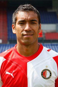 Giovanni Christiaan van Bronckhorst (GIO) (Rotterdam, 5 februari 1975) is hoofdtrainer van Feyenoord sinds 2015. Hij is een Nederlandse voormalig voetballer. Hij won diverse prijzen zoals de Champions League, Supercopa, FA Cup en diverse landskampioenschappen. Van Bronckhorst speelde bij RKC Waalwijk, Feyenoord, Glasgow Rangers, Arsenal en FC Barcelona.