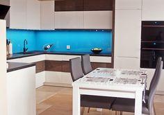 Studio Dekor Plus Bełchatów STÓŁ W KUCHNI - Połączenie nowoczesnego stylu z nowoczesnością.  Więcej na https://www.maxkuchnie.pl/galeria/kuchnia-otwarta/studio-dekor-plus-belchatow-stol-w-kuchni-72,109.html