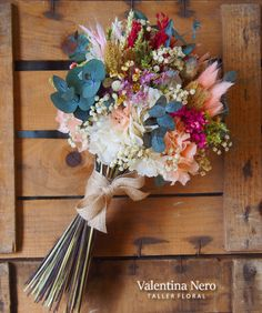 Ramo con flores preservadas, Valentina Nero Diy Wedding Flowers, Cute Wedding Ideas, Wedding Colors, Wedding Bouquets, Fresh Flowers, Dried Flowers, Beautiful Flowers, Alternative Bouquet, Dried Flower Arrangements