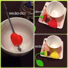 Infusori per tè e tisane in silicone a forma di: - limone - fragola  in plastica a forma di cuore trafitto da una freccia. Li potete acquistare sul sito www.deco-chic.it