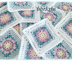with ・・・ 🍃💖🍃 Yeni bir ay yeni hafta ama bitmeyen iş😔 Hoşgeldin Şubat This Pin was discovered by Hul Ver esta foto do Ins Discover thousands of images about Granny squares patterns Workspace Webmail :: Mail Index :: Inbox Crochet Square Patterns, Crochet Blocks, Crochet Squares, Crochet Motif, Crochet Stitches, Free Crochet, Granny Squares, Crochet Cushions, Baby Blanket Crochet