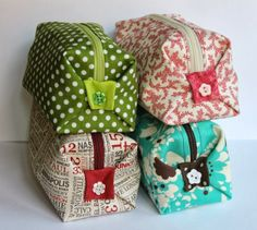 Patchwork de FUNKYPATCH: Neceser de tela tamaño bolso. My Bags, Purses And Bags, Japanese Knot Bag, Clutch Pattern, Small Sewing Projects, Pouch Tutorial, Cotton Bag, Diy Clothing, Small Bags