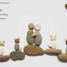 Auf leisen Pfoten kommen sie wie Boten der Stille, und sacht, ganz sacht, schleichen sie in unser Herz und besetzen es für immer mit aller Macht. ❤#kieselkunst #steine #kieselsteine #kiesel #stones #pebbles #pebblesart #tamikra #selfmade #kreativ #creativ #Familie #Geschenk #Steinkunst #artwork #artoftheday #art #kunst #Ostsee #Rhein #katze #katzen #cats Stone Art, Rock Art, Dog Food Recipes, Instagram, Crafts, Angeles, Rocks, Creative Ideas, Heart