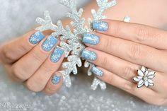 Delicate snowflakes nail art