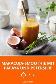 Maracuja-Smoothie mit Papaya und Petersilie