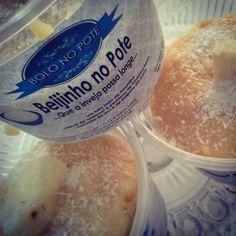 Bolo no Pote Doce Presença !!    Bolo fofo de coco umedecido com chá de cravos e mel de laranjeira, creme de abacaxi, abacaxi fresco, mais uma camada de bolo de coco cobertura de beijinho de coco !